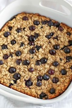Blueberry Banana Baked Oatmeal is easy to make and perfect for a quick, healthy breakfast or snack throughout the week!This Blueberry Banana Baked Oatmeal is easy to make and perfect for a quick, healthy breakfast or snack throughout the week! Breakfast Bake, Healthy Breakfast Recipes, Healthy Baking, Healthy Blueberry Recipes, Healthy Food, Healthy Breakfast Casserole, Banana Recipes, Stay Healthy, Healthy Meals