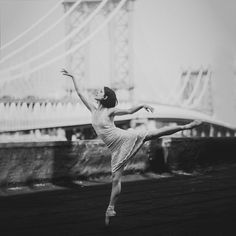 Brandi Nicole Photography Model: @vanessa.knouse ⠀⠀⠀⠀ #ballet #ballerina #nyc #dumbo #dawn #sunrise #whimsical #dancer #girl #bright #beautiful #love #instagood #instadaily #art #artist #inspiration #artwork #creative #artoftheday #beautiful #nyc #newyork #skyline #bridge #rooftop #nycrooftop #dance #whatdoyoulove