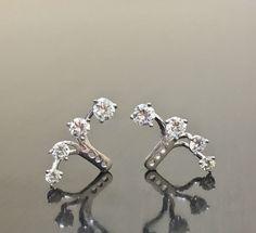 18K White Gold Diamond Earring Cuffs - 18K Gold Diamond Earring Jacket - Handmade Diamond Cuff Earrings - Diamond Earrings - 18K Gold Cuffs di DeKaraDesigns su Etsy https://www.etsy.com/it/listing/509101099/18k-white-gold-diamond-earring-cuffs-18k