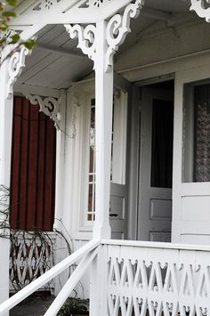 does that mean awesome porch, love the grey door with the red siding. Red Cottage, Victorian Cottage, Victorian Decor, Shabby Cottage, Victorian Homes, Porches, Pergola, Porch Balusters, Holland House