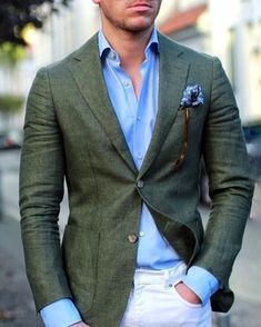 Men's Blue Print Pocket Square, White Skinny Jeans, Light Blue Dress Shirt, Dark Green Blazer Wear a dark green blazer and white skinny jeans to show you've got serious styling prowess. Blazer Outfits Men, Mens Fashion Blazer, Casual Blazer, Suit Fashion, Men Casual, Light Blue Dress Shirt, Light Blue Dresses, Blue Shirt Man, Blazer Verde