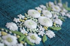 * . 白い花🌿 . . #刺繍#手刺繍#ステッチ#手芸#embroidery#handembroidery#stitching#needlework#자수#broderie#bordado#вишивка#stickerei