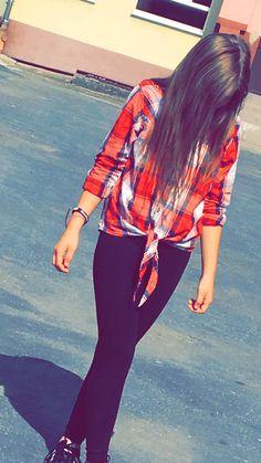 """Nowa moda na jesień!!! Czerwona koszula w kratkę przedstawia """"wesoła jesień"""". Czarne spodnie podkreślają kolory koszuli zarówno jak rozpuszczone włosy❤️❤️❤️"""