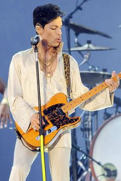 A Look at Prince's Sexy 4-Decade Style Reign: July 3, 2011