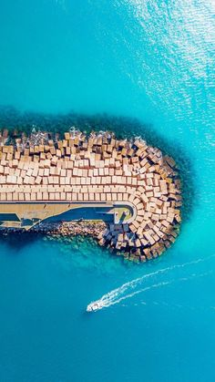 Seaside drone shot - Gadgets World 2020 Magic Places, Aerial Drone, All Nature, Birds Eye View, Aerial Photography, Scenic Photography, Beach Photography, Photography Ideas, Beach Pictures