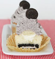 Cookies and Cream Cupcakes are good idea how to incorporate your favorite Oreo cookies into a bake good. Every Oreo lover won't be able to resit these delicious Cookie And Cream Cupcakes, Oreo Cupcakes, Baking Cupcakes, Yummy Cupcakes, Cupcake Recipes, Cupcake Cakes, Dessert Recipes, Oreo Cookies, Fancy Cookies
