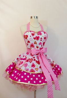 Love Your (Pink) Hearts Valentine Apron/Retro Apron/Pink Hearts and Polka Dots Apron/Women's Apron Retro Apron Patterns, Bodice Top, Cute Aprons, Apron Designs, Sewing Aprons, Mothers Day Presents, Super Cute Dresses, Pink Candy, Pink Hearts