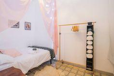 El dormitorio de las estrellas - en Barcelona Toddler Bed, Barcelona, Interior Design, Room, Furniture, Home Decor, Stars, Yurts, Child Bed