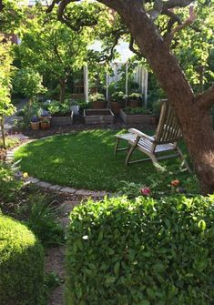 A magical evening at home in Christel Kvant& stunning garden (Cattis and Eira& Garden Design)- En magisk kväll hemma i Christel Kvants fantastiska trädgård (Cattis och Eiras Trädgårdsdesign) Die Aufteilung! (without the old tree it would not be half … - Cottage Garden Design, Small Garden Design, Garden Landscape Design, Small Gardens, Outdoor Gardens, Amazing Gardens, Beautiful Gardens, Beautiful Beautiful, The Secret Garden