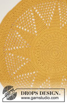Crochet DROPS carpet with trebles and lace pattern in 2 strands Paris. Free pattern by DROPS Design. Crochet Doily Rug, Crochet Rug Patterns, Crochet Carpet, Diy Crochet, Drops Design, Drops Paris, Magazine Drops, Crochet Table Runner, Double Crochet