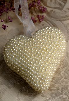 ~ Pearl Heart ~ This would make a beautiful ornament....