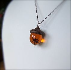 Glass Acorn Autumn Necklace - Topaz with Encased Copper Oak Leaf by Bullseyebeads on Etsy *LOVE* Cute Jewelry, Jewelry Box, Jewelry Making, Unique Jewelry, Jewlery, Fall Accessories, Jewelry Accessories, Acorn Necklace, Amber Necklace