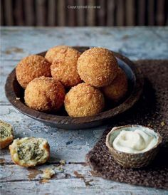 Winter Cabin Cooking - Dumplings, fondue, gluhwein and other fireside feasts: Amazon.co.uk: Lizzie Kamenetzky: 9781849756600: Books