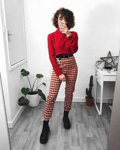 Here some casual valentine outfits ❤️🥰 which one do you prefer ? Date Outfits, Grunge Outfits, Casual Outfits, Girl Outfits, Fashion Outfits, Valentine's Day Outfit, Outfit Of The Day, Mode Grunge, Black Cropped Pants