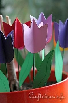 Paper tulips craft for kids (fits with a Holland unit or Spring theme) Spring Crafts For Kids, Paper Crafts For Kids, Preschool Crafts, Diy For Kids, Fun Crafts, Tulips Flowers, Spring Flowers, Paper Flowers, Around The World Theme