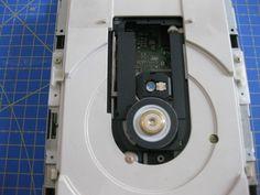 Proyectos DIY para reciclar un lector de CD/DVD - Ikkaro Spy Video Camera, Electronics Projects, Fujifilm Instax Mini, Arduino, Diy, Technology, Disco Duro, Geek, Ideas