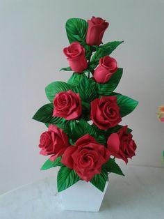 Decoracões Acrylic Flowers, Paper Flowers Diy, Paper Roses, Felt Flowers, Flower Crafts, Crochet Flowers, Flower Art, Beautiful Flower Arrangements, Floral Arrangements