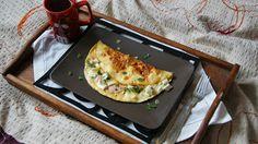 W kuchni Zouuzy: Śniadanie - omlet z łososiem, camembertem i fetą