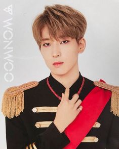 His eyes is killing me! Woozi, Mingyu, Seungkwan, Joshua Seventeen, Seventeen Debut, Vernon, K Pop, Banda Kpop, Jung Sewoon