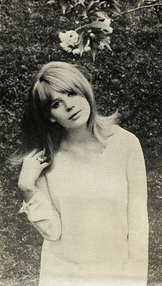 marianne faithfull-- she just has that classic beauty that I wish I had. Simple, yet something so mysterious, beautiful and haunting.