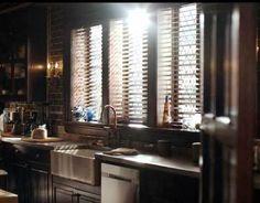 The Vampire Diaries: Salvatore Boarding House kitchen