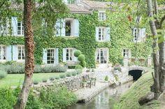 Cette bâtisse luxueuse française aurait tout de même besoin d'une rénovation de toiture...