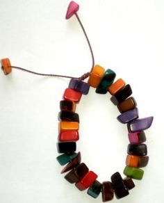 Pulsera Tagua Picada Beaded Necklace, Jewelry, Products, Beaded Collar, Jewlery, Pearl Necklace, Jewels, Beaded Necklaces, Jewerly