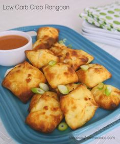 Low Carb Crab Rangoon - my version of the American Chinese popular appetizer! Made with Fathead dough. Low Carb Crab Rangoon - my version of the American Chinese popular appetizer! Made with Fathead dough. Popular Appetizers, Low Carb Appetizers, Appetizers For Party, Appetizer Recipes, Dinner Recipes, Chicken Appetizers, Appetizer Ideas, Snack Recipes, Low Carb Keto
