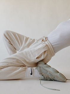 White and Neutrals Look Fashion, Fashion Outfits, Womens Fashion, Fashion Trends, Fashion Beauty, Fashion Ideas, Winter Fashion, Fashion Tips, Fall Outfits