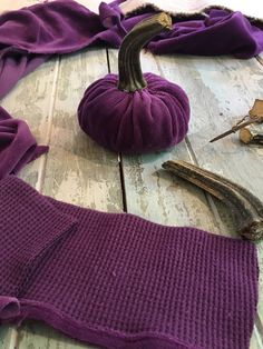 We have all seen this lovely velvet pumpkins!   I really didn't want to pay $40 for one,   and since I wanted a bunch of them, I dec...