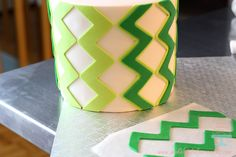Let's celebrate St. Patrick's Day with this Lime Cake and let the parade begin! Cut into a nice ombre green cake inside. Fondant Cupcake Toppers, Cupcake Cakes, Cake Fondant, Fondant Tips, Fondant Tutorial, Cake Decorating Techniques, Cake Decorating Tutorials, Wax Paper Crafts, Wax Paper Transfers