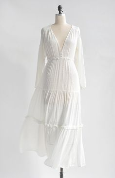 Feminine Romantic Boho White Dress / Romantic Boho White Dress / Midsummer Dream Dress Source by Dresses Edgy Dress, White Boho Dress, Casual Dresses, Fashion Dresses, Maxi Dresses, Floral Dresses, Feminine Dress, Wedding Dresses, Fashion Top