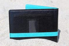 The Articulate Wallet 2.0 - A Minimalist, RFID Blocking, Patent Pending Wallet | Indiegogo