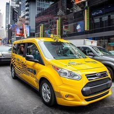 Ford Transit Connect Hybrid Taxi Prototype 2017: marca vai lançar 13 novos híbridos até 2021 De olho no crescimento desses modelos a Ford confirmou plano de lançar 13 novos veículos elétricos globais nos próximos cinco anos incluindo versões híbridas da F-150 e do Mustang nos Estados Unidos uma van Transit Custom híbrida plug-in na Europa e um utilitário esportivo totalmente elétrico com uma autonomia estimada de pelo menos 480 km para o mercado global.  As ações são parte do investimento de…