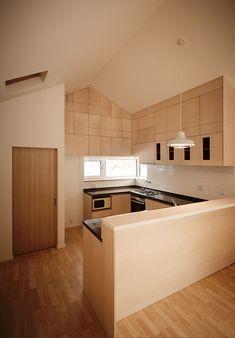 Wooden kitchen and interior of the budget South Korean home - Decoist Kitchen Room Design, Modern Kitchen Design, Interior Design Kitchen, Kitchen Designs, Home Stairs Design, Home Design, Beach House Kitchens, Cool Kitchens, Korean Kitchen
