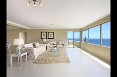 Light, airy, spacious - the 3 storey Bayview reaches almost all the way to heaven ...