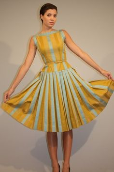 Vintage 50s circle skirt dress (fantastic pleating!)