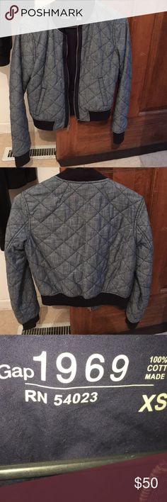 Gap quilted jacket XS zip up Gap quilted jacket Xsmall 100 percent cotton, super cute hardly worn GAP Jackets & Coats