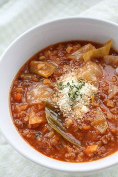 It's going to blow your mind how much this soup tastes just like cabbage rolls, but it's WAY EASIER to make. This Cabbage Roll Soup Recipe is like comfort in a bowl. ~ http://reallifedinner.com