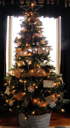 Christmas Tree with Photo album 18 Creative Ideas Christmas Trees Decorating Pictures