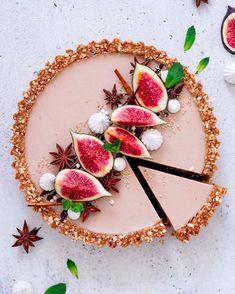 Masala chai latte tart ☕️🍂(Plant-based, dairy-free, refined sugar-free, vegan)Hope you guys enjoy this autumn recipe as much as I do! Impressive Desserts, Modern Food, Fruit Tart, Masala Chai, Beautiful Cakes, Eat Cake, Cake Decorating, Sweet Treats, Dessert Recipes