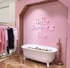 New bath tub romantic candles 56 Ideas Wine Candles, Bath Candles, Pink Cafe, Bath Boms, Boutique Interior, Interior Shop, Romantic Candles, Romantic Bath, Pink Bubbles