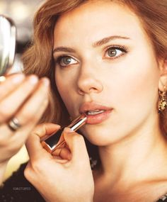 So WOW Scarlett you stunning creature, but also that is a really pretty, natural lip color. Into it!