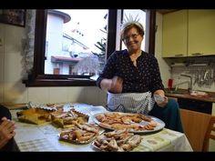 LE CHIACCHIERE - RICETTE DELLA NONNA MARIA - YouTube Biscotti Cookies, Brownie Cookies, Crostoli Recipe, Italian Cookies, Frappe, Italian Recipes, Food Videos, Biscuits, Pizza