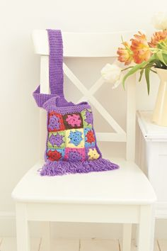 This free festival bag crochet pattern is perfect to see you through the festival season – Glastonbury here we come!