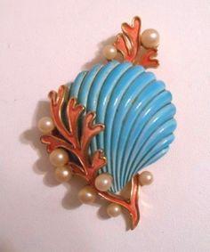 Unbelievable-Vintage-TRIFARI-Enamel-Faux-Pearl-Clamshell-Costume-Brooch