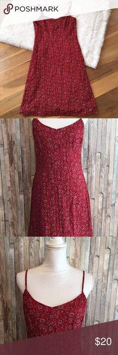 """Ann Taylor LOFT Sundress Country Paisley Red 8 Ann Taylor LOFT Bandana Print  Sundress Size: 8 Color:Red Design: Sundress with lining Sleeves: Spaghetti straps Materials:no material tag  Measurements (approximate) Length: 32"""" Underarm to underarm (laying flat): 17""""   Condition:Gently pre-owned...no stains or flaws, dress is missing the belt/tie (theres loops on the sides) LOFT Dresses"""