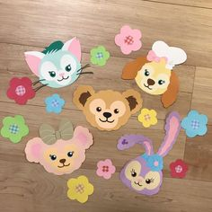 This is the wall of Duffy Friends made of color drawing paper. (^-^) Contents * 5 characters and flowers . 5 large and 5 small sizes are arranged with clear file, so please refer to it * Created Pom Pom Crafts, Flower Crafts, Birthday Wall Decoration, Kindergarten, Diy And Crafts, Paper Crafts, Paper Pop, Disney Images, Backdrop Decorations
