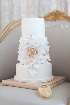 WedLuxe – City-Chic Style | Photography by: Blush Wedding Photography Follow @WedLuxe for more wedding inspiration!