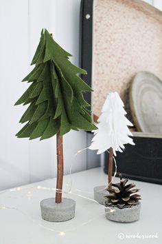 Julens favorittpynt er definitivt juletrær i alle farger og fasonger. Snart har en hel liten skog fått plass i stua mi. En diy-favoritt er disse filt-trærene;